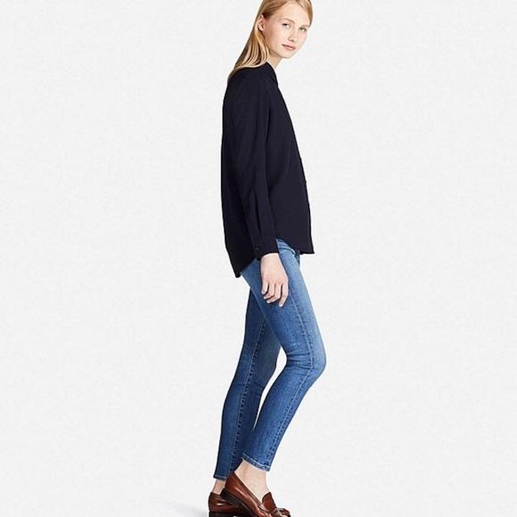 3e3f19779b3a1 Uniqlo rayon long sleeve blouse. M 5a39a3095521beecd8020003